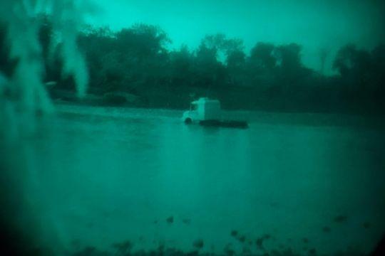 URGENTE: Ahora se traslado un camión por el río Bermejo (Arg- Bolivia)