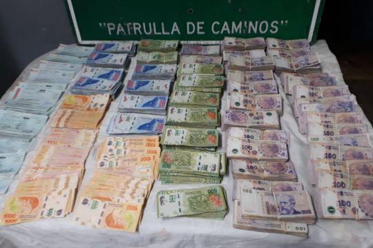Trasladaban efectivo y cheques por más de 3 millones de pesos