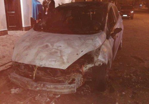 Atención otro auto quemado en Orán