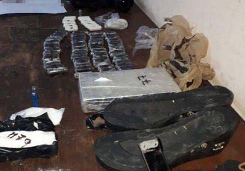 Cocaína oculta debajo del lava manos de un ómnibus
