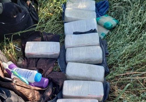 Detienen a tres personas y decomisan 11 kilos de pasta base de cocaína en un ómnibus